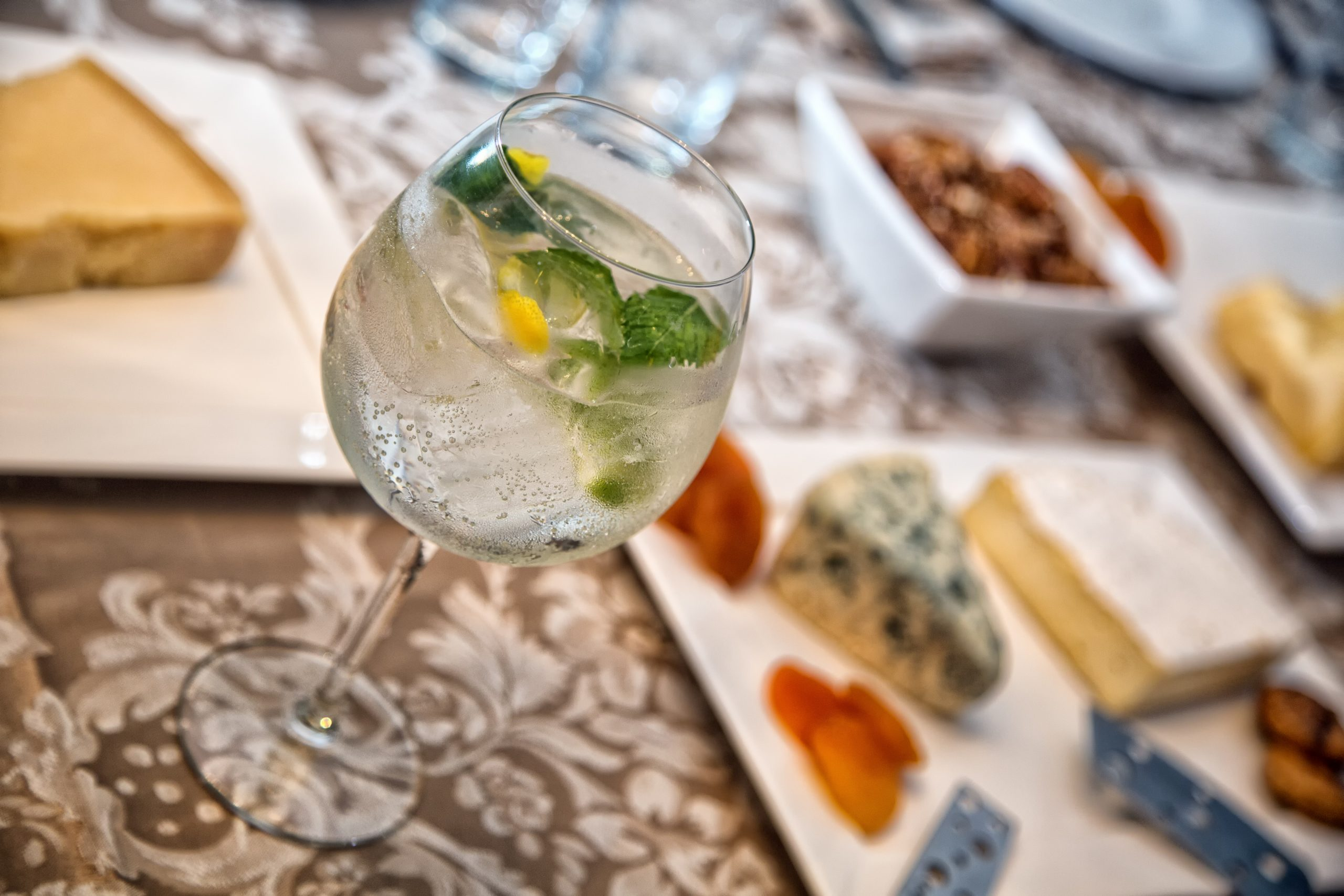 8 Best Foods to Pair with Your Bowling & Burch Gin